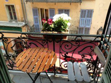 Balkon mit passender Ausstattung